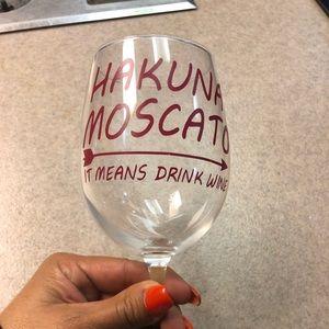 Hakuna Moscato Costum Wine Glass